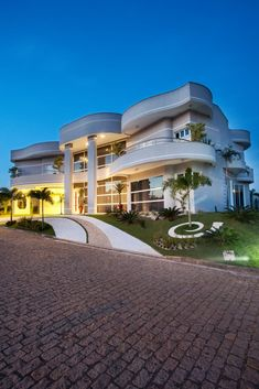 Luxury Homes Mansions & High End Real Estate für . Dream Home Design, Modern House Design, My Dream Home, Style At Home, Spa Luxe, Bungalow Haus Design, Dream Mansion, Luxury Homes Dream Houses, Modern Mansion