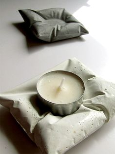 CONCARIT BY DAN GOLDSMITH. concrete pillow candle holders for the conflicted:when you want a cozy, but don't-get-too-comfortable, atmosphere Cement Art, Concrete Crafts, Concrete Projects, Concrete Forms, Concrete Art, Concrete Design, Diy Luminaire, Concrete Candle Holders, Papercrete