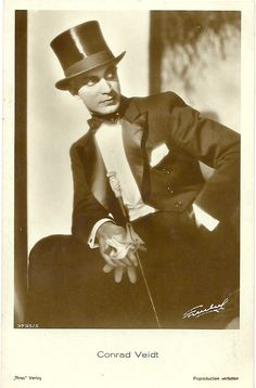 """Conrad Veidt in""""tenue de soirée"""". Courtesy of Didier E. Classic Hollywood, Old Hollywood, Conrad Veidt, The Man Who Laughs, Vintage Gentleman, Star Wars, Hollywood Walk Of Fame, People Of The World, Classic Movies"""