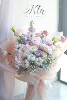 Flower Bouquet Diy, Beautiful Bouquet Of Flowers, Hand Bouquet, Flowers Nature, Floral Bouquets, Amazing Flowers, My Flower, Flower Art, Wedding Bouquets