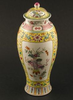 Guangxu - Polychrome Meiping vase with lid and flower decor and panels displaying precious objects against a yellow ground