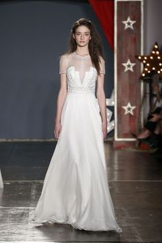 The new Jenny Packham wedding dresses have arrived! Take a look at what the latest Jenny Packham bridal collection has in store for newly engaged brides. Jenny Packham Wedding Dresses, Jenny Packham Bridal, Wedding Gowns With Sleeves, British Wedding Dresses, Wedding Dresses 2018, Wedding Dresses Photos, Bridal Collection, Dress Collection, Couture Collection