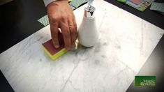 Como abrillantar marmol a mano  !!Funciona¡¡ Cleaning Solutions, Cleaning Hacks, Plastic Cutting Board, Tips, Handmade, Youtube, Diy Home, Cleaning, Cleaning Granite