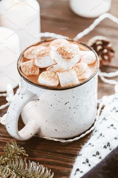 Hot cocoa with marshmallow in a white ceramic mug surrounded by winter things on a wooden table. The concept of cosy holidays and New Year. Chocolate Bomb, Homemade Hot Chocolate, Hot Chocolate Recipes, Chocolate Syrup, Mint Chocolate, Drink Recipe Book, Curd Recipe, Hot Cocoa Mixes, Peppermint Cookies