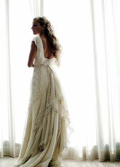 Almudena con su vestido realizado por Teresa Palazuelo http://teresapalazuelo.com/BLOG/la-boda-de-almudena/