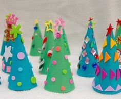 Are you ready for the Christmas crafts with your kids? There are some easy Christmas crafts for kids and the simple art ideas that can be your handmad. Diy Paper Christmas Tree, Christmas Tree Advent Calendar, Christmas Craft Projects, Christmas Activities, Christmas Crafts For Kids, Kids Christmas, Holiday Crafts, Christmas Decorations, Christmas Ornaments