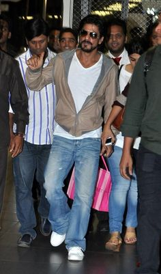 Shahrukh returning from Dubai Embedded image permalink
