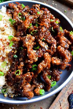 Thinly sliced beef, fried until crispy, and coated in a garlic and ginger sauce; 30 Minute Ginger Beef is an expensive dinner the whole family will love! Meat Recipes, Asian Recipes, Cooking Recipes, Healthy Recipes, Ethnic Recipes, Recipies, Sliced Beef Recipes, Dinner Recipes, Crispy Beef