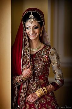 New Asian Bridal Wear south asian bride in red jgdlamn - Jewelry Amor Indian Wedding Outfits, Indian Outfits, Indian Weddings, Indian Clothes, Pakistani Bridal, Indian Bridal, Bridal Lehenga, Fashion Mode, Asian Fashion