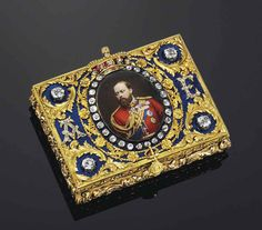 AN IMPORTANT GERMAN ROYAL JEWELLED ENAMELLED GOLD PRESENTATION SNUFF-BOX sold for $117,000