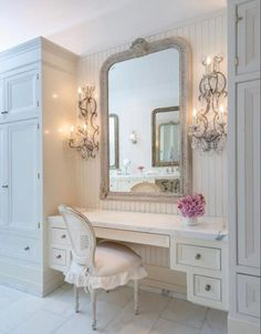 14 Fabulous Rustic Chic Bedroom Design and Decor Ideas to Make Your Space Special - The Trending House Chic Bathrooms, Amazing Bathrooms, Vanity Decor, Vanity Ideas, Mirror Ideas, Dresser Ideas, Closet Bedroom, Master Closet, Bedroom Desk