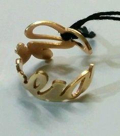 Anello con nome in acciaio dorato. Personalizzabile con tutti i nomi. Regolabile