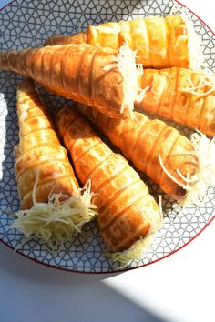 Cornets feuilletés au poulet et fromage - recette facile Ethnic Recipes, Food, All Food Recipes, Cheese, Chicken, Greedy People, Essen, Meals, Yemek