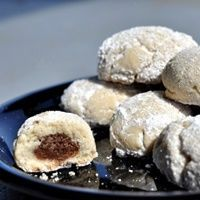 Armenian Mamoul - the egg-shaped is stuffed with a nut filling, baked to a light golden brown and dusted with powdered after Sweets Recipes, Just Desserts, My Recipes, Baking Recipes, Cookie Recipes, Favorite Recipes, Recipies, Armenian Recipes, Lebanese Recipes