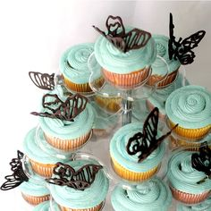 Save a bundle and make your own homemade Birthday Ice Cream Cake using your favorite flavors. Easy, no bake and everyone's favorite party dessert. Mini Blueberry Muffins, Blue Berry Muffins, Fun Cupcakes, Cupcake Cakes, Cup Cakes, 6 Cake, Cupcake Toppers, Great Desserts, Delicious Desserts