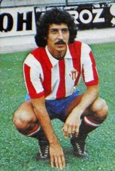"""DAVID (1956, Turón). Centrocampista del Sporting de Gijón. Cuatro años en el filial, debutó en 1ª en 1978 siendo el primero de Mareo en llegar al primer equipo. Ese año el Sporting fue subcampeón de Liga y al año siguiente tercero (mejores clasificaciones históricas). Olímpico en Moscú '80. En 1981 jugó la final Copa Rey.La temporada 81-82 jugó en el Zamora C.F. mientras realizaba la """"mili"""". A pesar de las ofertas del Valencia, At. Madrid y Barcelona prefirió seguir en el Sporting hasta…"""