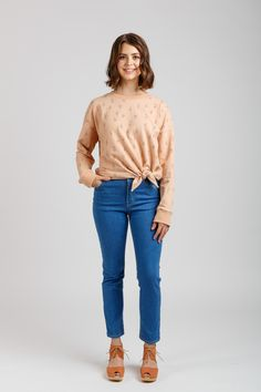 Buy the Jarrah Sweater sewing pattern from Megan Nielsen. It's great value with four different versions for everyday casual wear. Sewing Blogs, Sewing Tutorials, Sewing Patterns, Sewing Projects, Clothing Patterns, Vintage Patterns, Sewing Ideas, Loose Sweater, Cropped Sweater