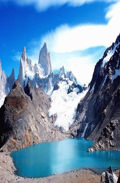 """El Chalten nicknamed """"The Trekking Capital of Argentina"""" and it is also a gateway to see the famous Mount Fitz Roy. Depending on how much trekking you want Backpacking, Mount Everest, Adventure, Mountains, World, Places, Traveling, Amazing, Beautiful"""