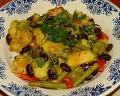 Indiase Sperziebonen Met Aardappel Kerrie recept | Smulweb.nl Vegan Indian Recipes, Asian Recipes, Dishes, Meat, Chicken, Cooking, Exotic, German, Tomatoes