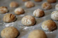 עוגיות דבש- טחינה – מתנות קטנות