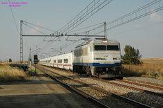 """Locomotora 269-604 """"Gata"""" con el Talgo Gijón-Madrid, @ Grajal"""