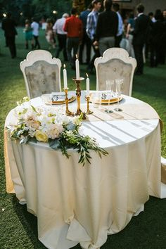 Vintage sweetheart table | Image by Seth & Kaiti Photography