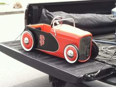 32 pedal car