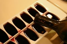 Cooking Tip: In Vino VeritasDon't throw out that leftover wine. Instead, pou… Cooking Tip: In Vino VeritasDon't throw out that leftover wine. Instead, pour it into ice cubes and freeze for future use in sautes and sauces. Chefs, Le Chou Kale, Leftover Wine, Broccoli Stems, Make Banana Bread, Ice Cube Trays, Ice Cubes, Ice Tray, Food Waste