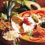 Burritos alle verdure - In Messico il Burritos è un piatto unico e in genere viene servito con accanto fagioli neri (bolliti e poi conditi con salsa di pomodoro e riso). Sopra si possono aggiungere deliziose salsine come il guacamole (crema ottenuta dall'avocado), pomodorini tagliati a pezzetti e conditi con olio e cipolla, peperoni verdi piccanti e coriandolo tritato.