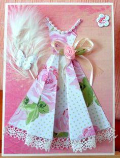 108 - Scrapbooking - carte d'anniversaire femme - robe