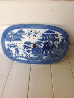 ANTIQUE WILLOW PATTERN MEAT DRAINER - FREE UK POSTAGE