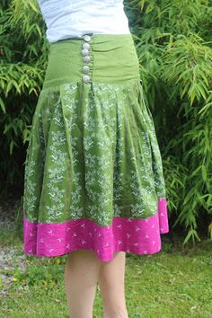 Im Rahmen des Rock Sew Along entstand mein erster Trachtrock, inspiriert durc. - List of the most creative DIY and Crafts Diy Fashion, Fashion Outfits, Womens Fashion, Traditional Skirts, Diy Kleidung, Couture, Fabric Crafts, Lace Skirt, Plus Size