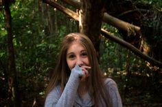 https://flic.kr/p/Ky5qJS | Tímida | Ela esconde o sorriso da boca mas não o dos olhos.  Shy She hides the smile of her mouth but the one in her eyes.