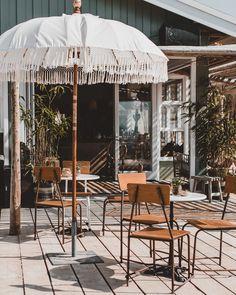 5 Beach Tent Tips - 88 FOOD Pub Interior, Interior Garden, Cafe Exterior, Exterior Design, Tulum, Beach Club, Surf Cafe, Haus Am See, Shabby Chic