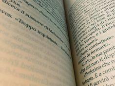 I Fiumi della Guerra. Ho appena finito il capitolo sulle Nozze Rosse. Momenti di disagio.                   #gameofthrones #martin #georgemartin #tronodispade  #pomeriggio #afternoon #books #bookporn #bookstagram #bookphotography #collection #nerd #nerdy #nerdgirl #instadaily #boxset #nicebook #cover #bookworm #librarian #songoficeandfire #pages #fantasy #got #fiumidellaguerra #page