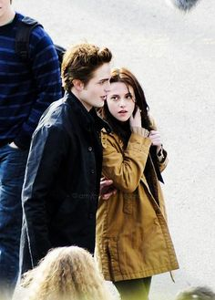 Edward and Bella- arriving at school together for the first time