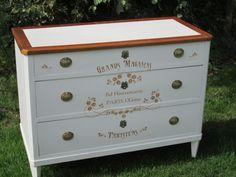 Satinelle Craie-Pochoir Guimard Meubles Peints Style Funky, Chalk Paint, Dresser, Antiques, Painting, Furniture, Home Decor, Good Vibes, Dressers