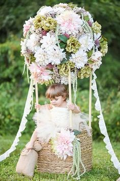 Floral hot air balloon portraits by Tutti Bambini photography 100 Layer Cakelet Diy Photo, Photography Props, Children Photography, Outdoor Photography, Landscape Photography, Nature Photography, Deco Champetre, Baby Party, Baby Pictures