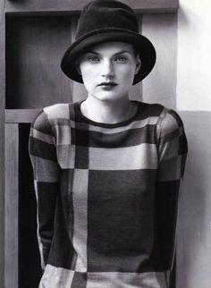 Vogue Italia October 1996 : Carolyn Murphy and Guinevere von Seenus by Steven Meisel