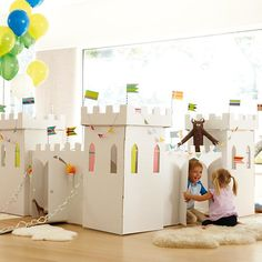 Kardboard Kingdom in - The Land of Nod. This kastle is made entirely of kardboard and features ample space for kids to play, inkluding four funktional turrets. Cardboard Castle, Cardboard Playhouse, Castle Playhouse, Diy For Kids, Crafts For Kids, Deco Kids, Land Of Nod, Kid Spaces, Play Houses