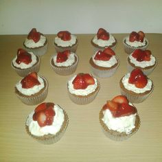 stawberries & cream chocolate cupcakes