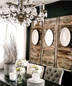 Home decorating ideas - Plate wall decor. Great tips on how to decorate with plates on a wall, how to hang plates on a wall, invisible plate hangers, and how to arrange plates. Farmhouse Dining Room Table, Dining Room Wall Art, Dining Room Table Decor, Room Wall Decor, Dining Room Design, Dining Area, Dining Rooms, Wood Table, Rustic Walls