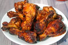 Sweet Sriracha Chicken Wings - this chicken wing recipe is the perfect blend of sweet and spicy. This is my husband's new favorite wing recipe! It's a hit! Sriracha Chicken, Baked Chicken Wings, Chicken Wing Recipes, Marinated Chicken, Tandoori Chicken, Chicken Drums, Chicken Quarters, Roasted Turkey, Beef Dishes