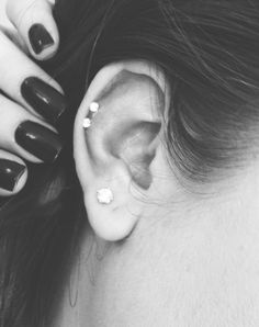 Loove the upper lobe piercing Double Tongue Piercing, Double Cartilage Piercing, Dermal Piercing, Piercing Tattoo, Tongue Rings, Nose Rings, Cute Ear Piercings, Multiple Ear Piercings, Piercings Rook