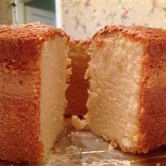 Buttermilk Pound Cake Ingredients 3 cups all-purpose flour teaspoon baking soda teaspoon salt 1 cup butter 3 cups white sugar 6 eggs 1 t. Just Desserts, Delicious Desserts, Dessert Recipes, Yummy Food, Dessert Ideas, Food Cakes, Cupcake Cakes, 12 Cupcakes, Just Cakes