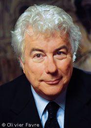 """Ken Follet - Den Durchbruch schaffte er 1978 mit dem ersten von fünf Spionageromanen: """"Die Nadel"""". Follett überraschte seine Leser, als er 1989 den Unterhaltungsroman """"Die Säulen der Erde"""" veröffentlichte."""