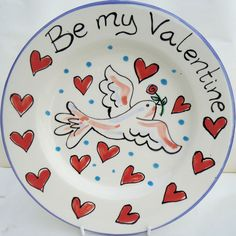 Hand painted Valentine gifts: personalised plates and mugs for your loved one. Pottery Painting, Diy Painting, China Painting, Love Valentines, Valentine Gifts, Valentine Hearts, Painted Plates, Hand Painted, Ceramic Plates