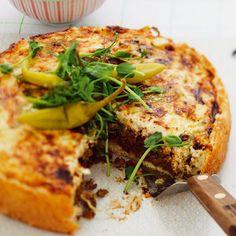 Variera den klassiska tacon och gör en vegetarisk tacopaj med quornfärs. För vem älskar inte paj, och vem älskar inte tacos? En kombination som inte kan bli annat än succé! Raw Food Recipes, Dinner Recipes, Vegan Vegetarian, Vegetarian Recipes, Quorn, Mellow Yellow, Lasagna, Donuts, Veggies