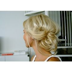 now this would be beautiful wedding hair