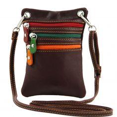 Prachtig bruin mini leren tasje, gemaakt in Italië. Ook ideaal als klein reistasje. Plantaardig gekleurd volgens traditionele Toscaanse traditie.